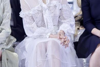 董璇40岁仍旧满满少女感衬衫调配半身裙香甜可人宛如仙女下凡